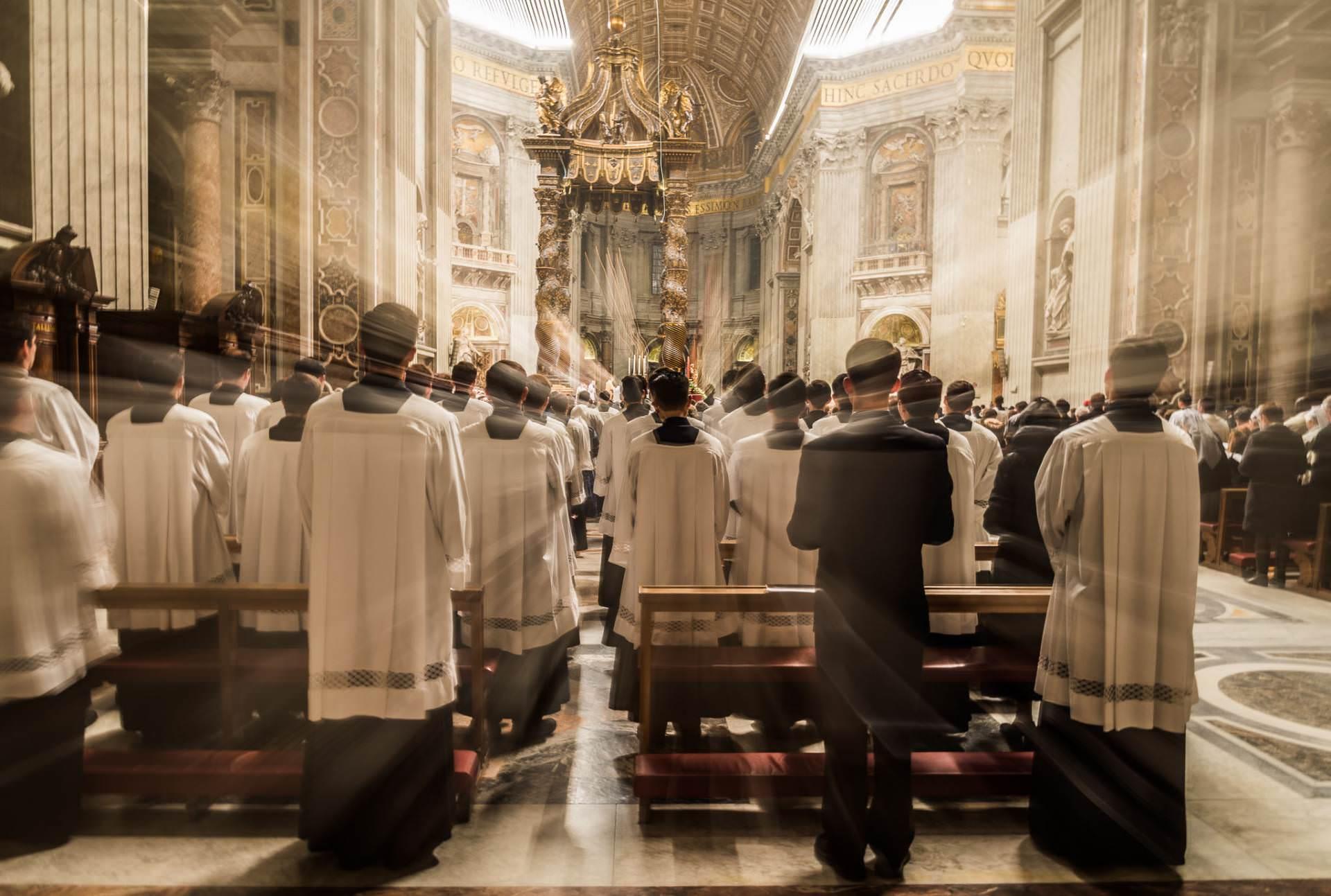 Papa: sacerdócio e vida consagrada exigem coragem e perseverança