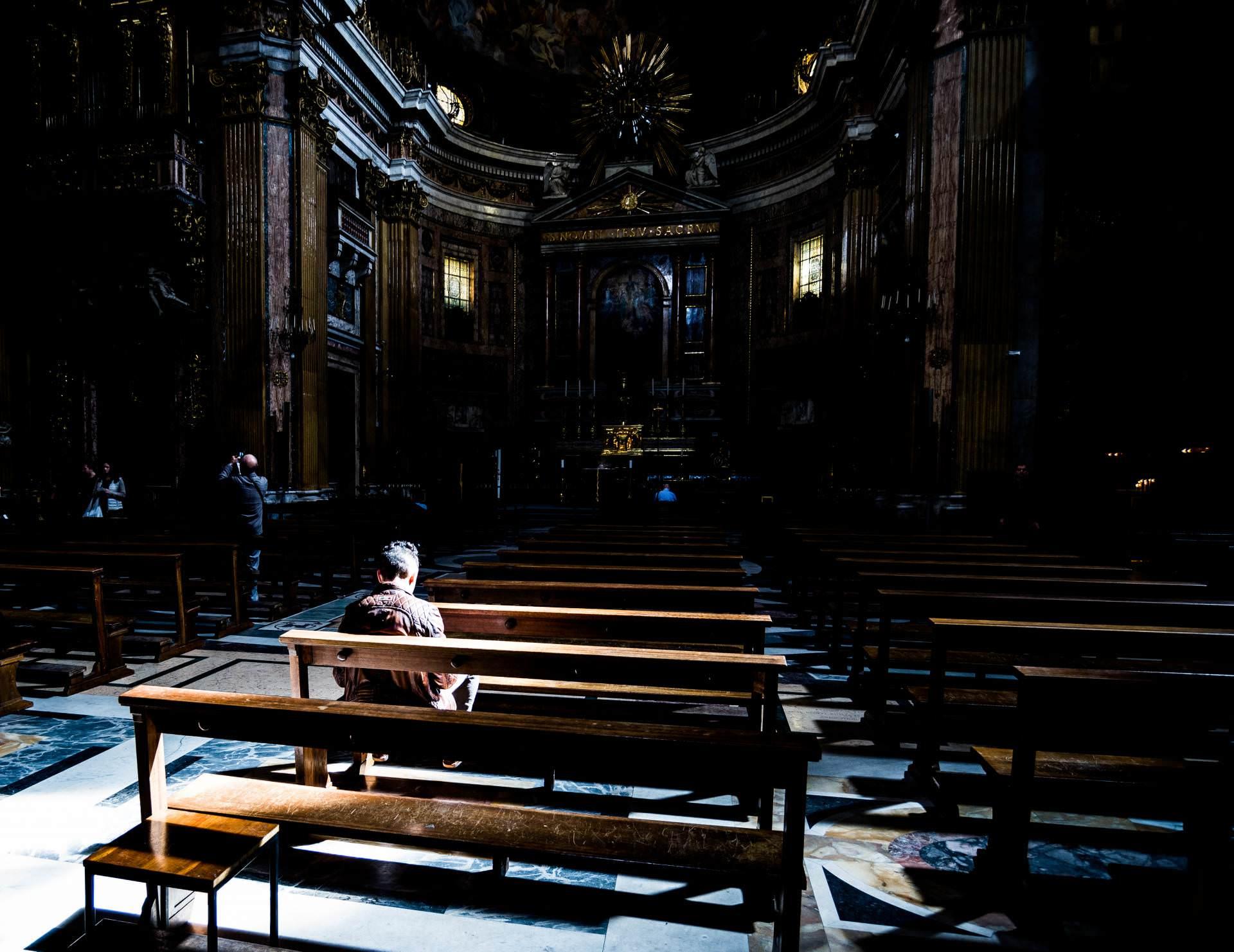 Igreja é assaltada durante transmissão ao vivo de Missa
