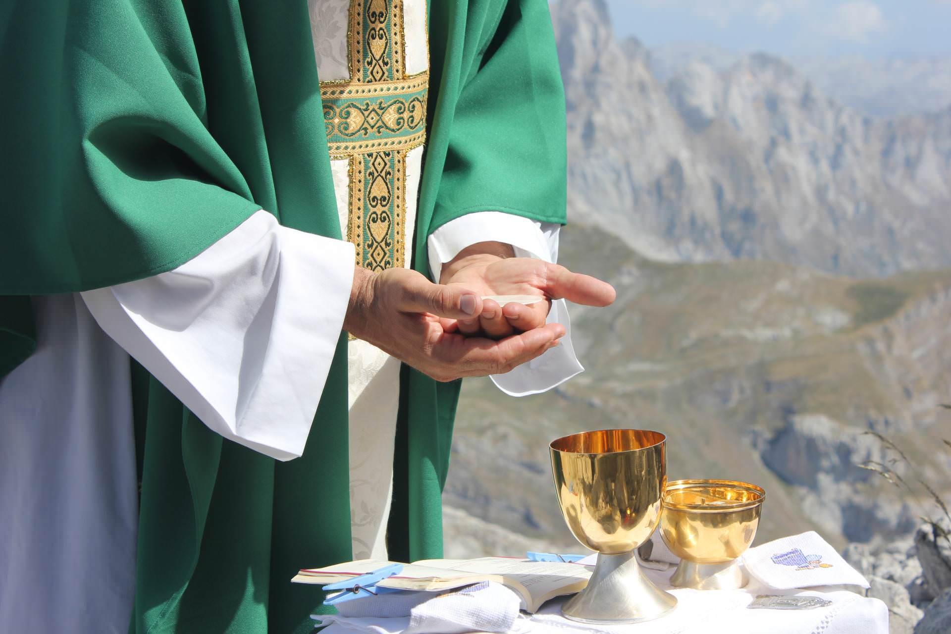 Terço com o Papa: 'Não estamos sós', afirma reitor do Santuário de Aparecida