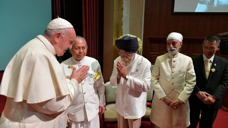 Francisco no Dia da Diversidade Cultural: juntos, buscar a verdade no diálogo