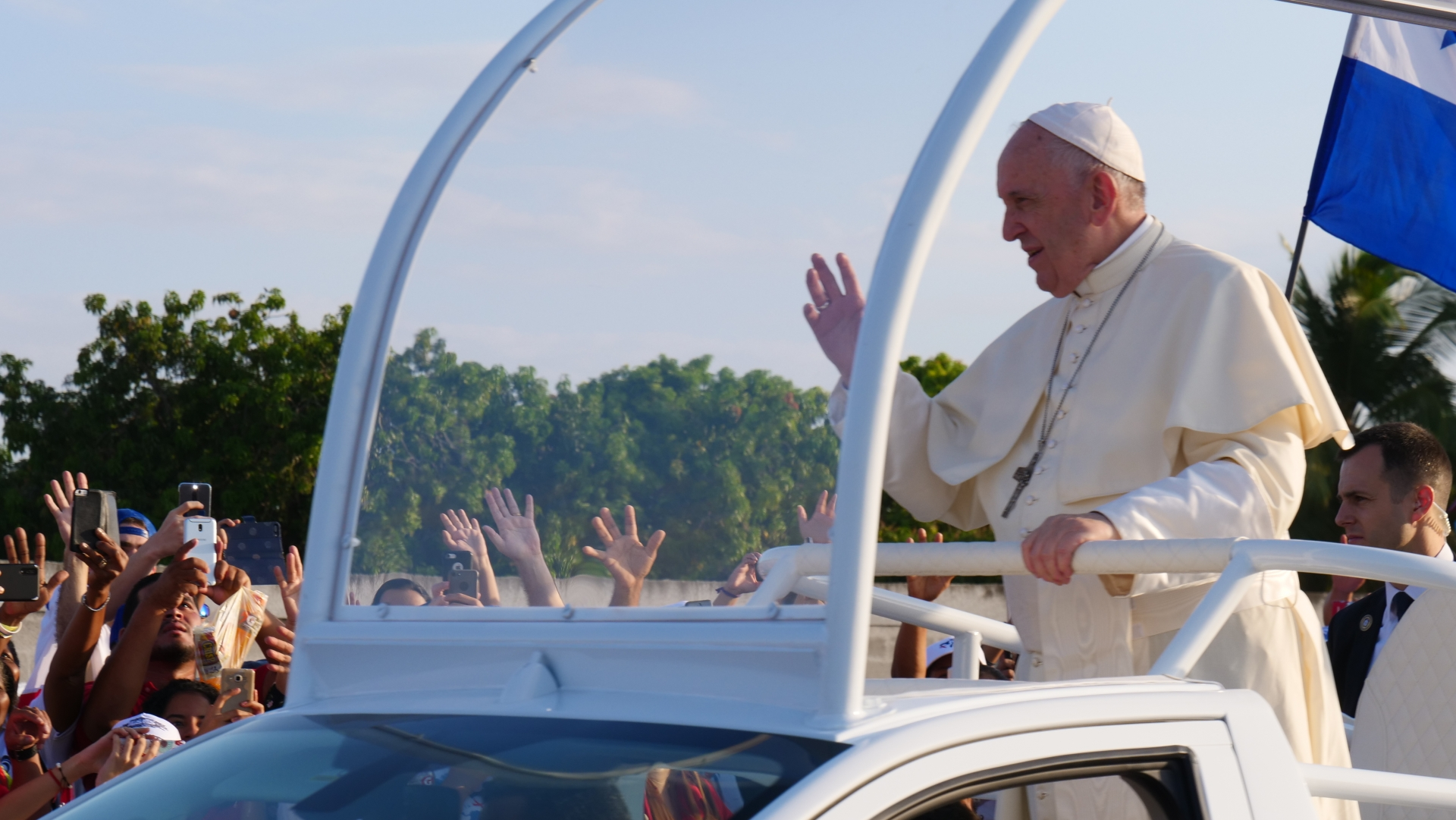 O Papa destaca o 'testemunho de coragem e sacrifício dos profissionais de saúde'