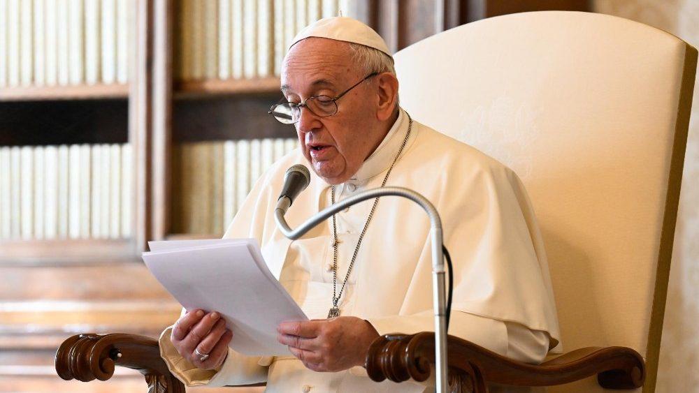 O Papa: neste Calvário de morte, Jesus sofre nos seus discípulos