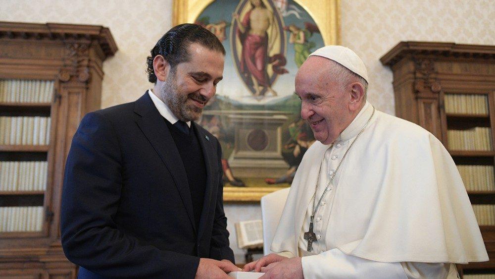 O Papa reitera proximidade ao povo do Líbano ao receber o premier do País dos Cedros