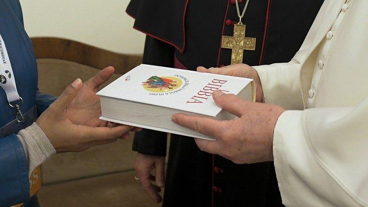 """O Papa convida: """"Leiam o Evangelho todos os dias"""""""