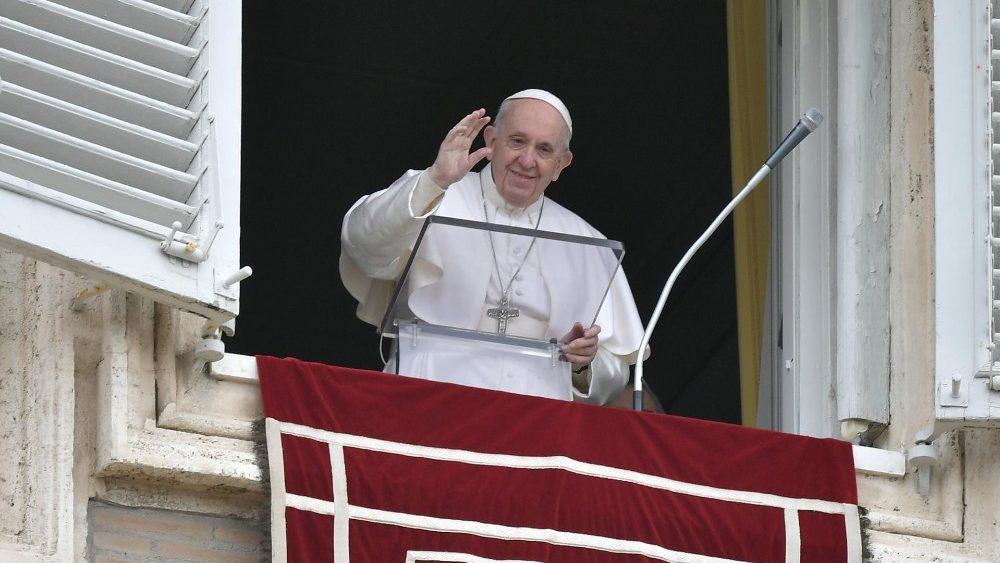 O Papa no Angelus: a prática do bem sempre vem à luz
