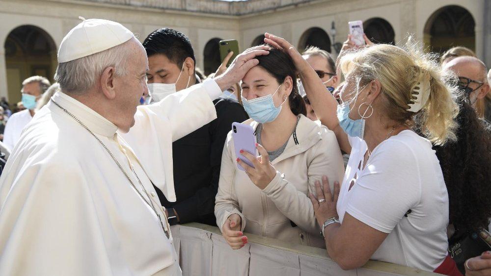 Papa: a oração não faz mágicas, é preciso rezar com humildade