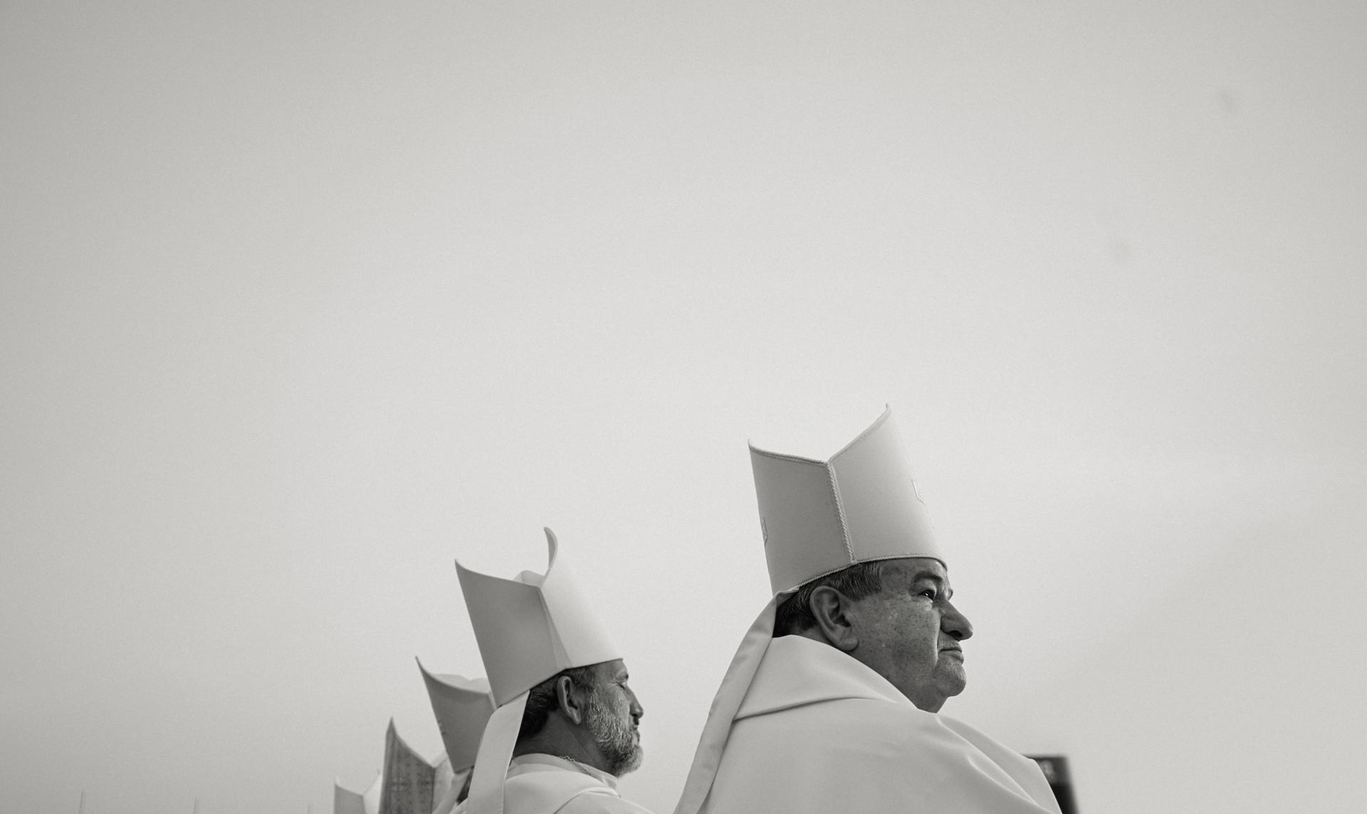 Festa de Santo Antônio: a bênção do alto do helicóptero na Itália e dos pães no Brasil