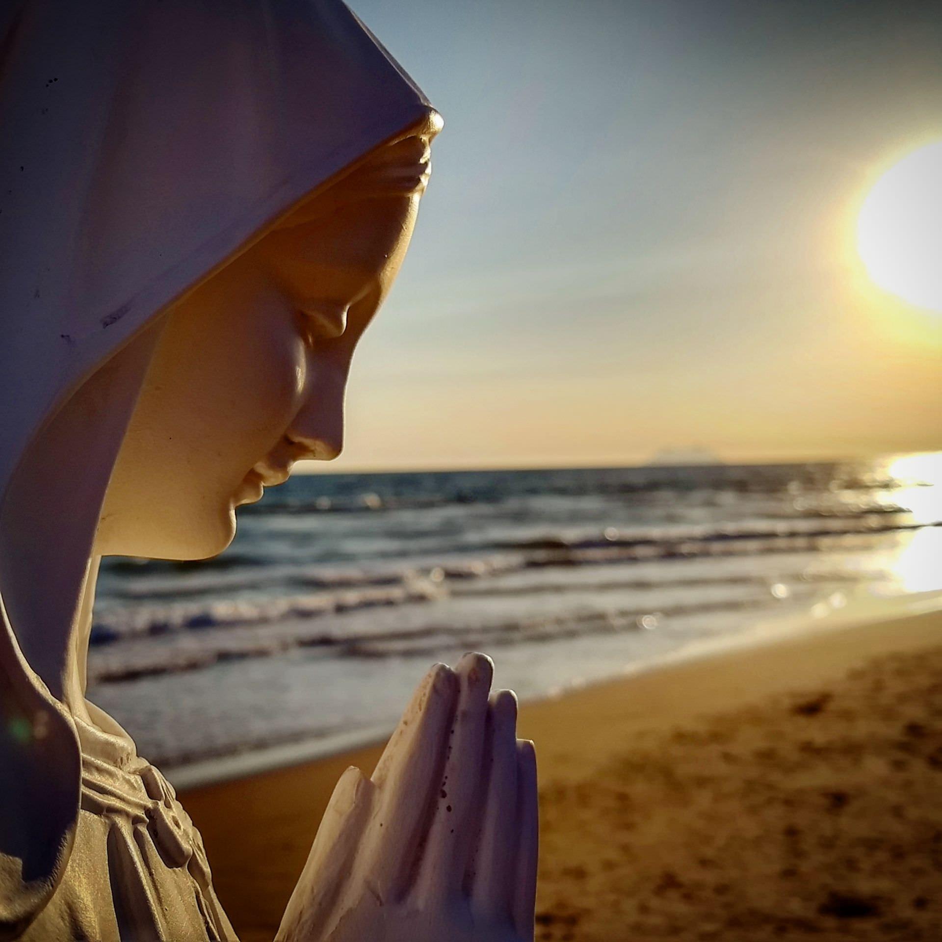 Papa Francisco: Maria, morada da Santíssima Trindade, orienta para a meta que é o céu