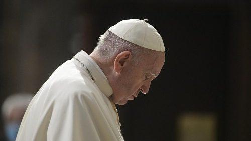 A oração de intercessão pelo Papa, testemunho de força na fragilidade