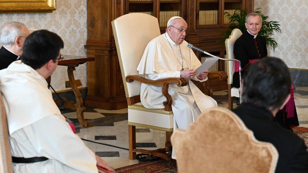 O Papa na audiência geral: Jesus diz-nos com a sua vida até que ponto Deus é Pai