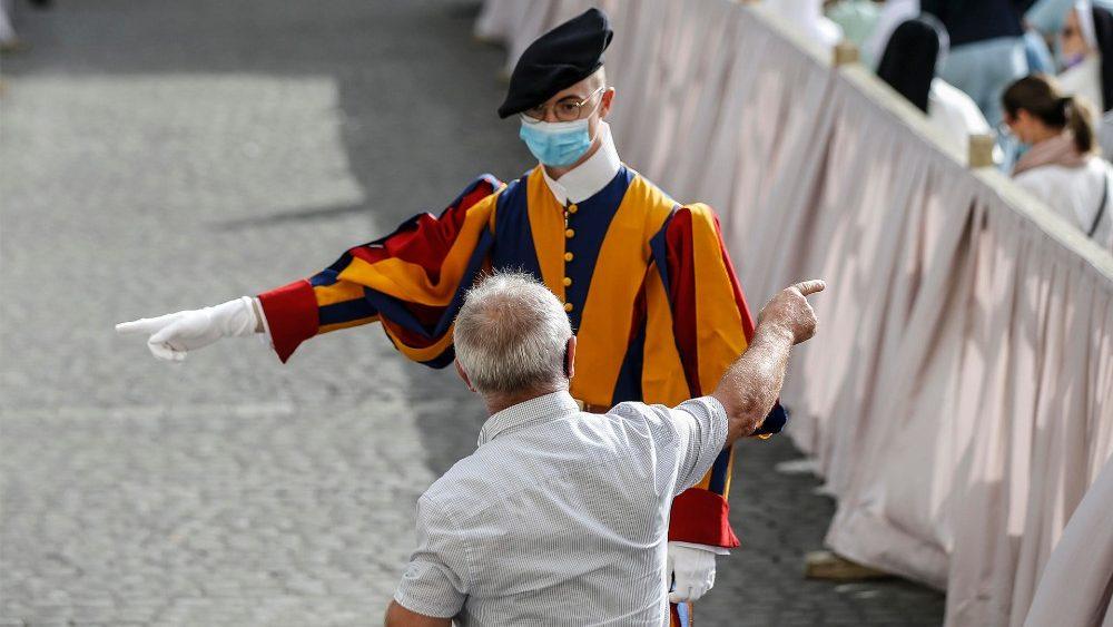 O Papa aos novos recrutas da Guarda Suíça: fidelidade à sua vocação batismal