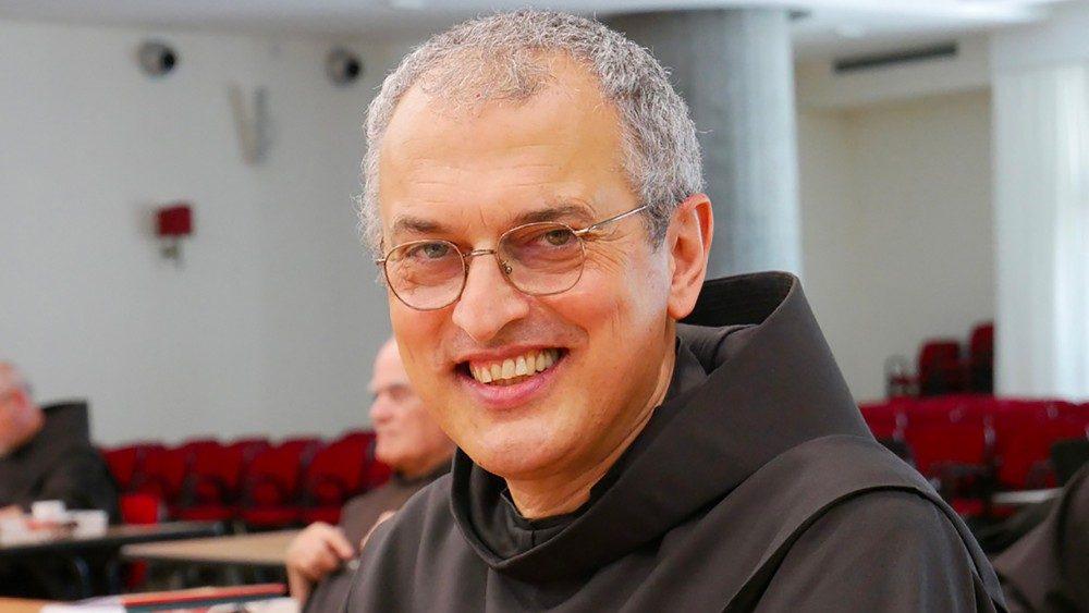 A bênção do Papa a Frei Fusarelli, eleito ministro-geral dos Frades Menores