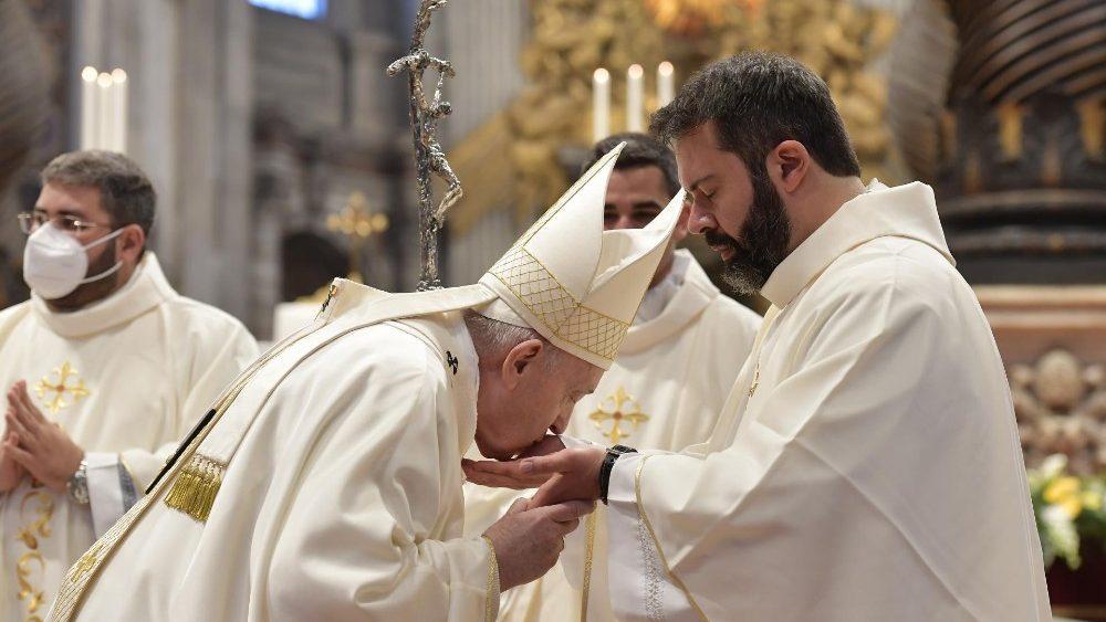 Papa Francisco: sacerdócio não é carreira, é serviço