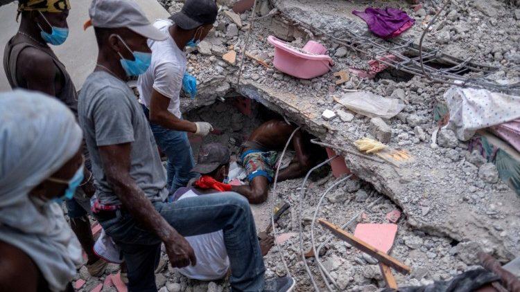 Mais de 1.400 vítimas no Haiti. Aproxima-se o tufão 'Grace'