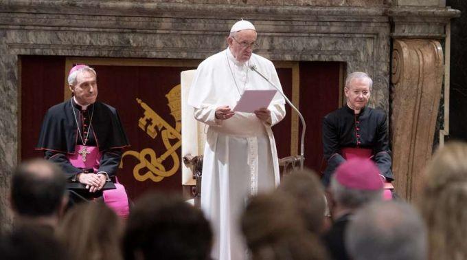 Papa Francisco pede para proteger a vida ameaçada e semear esperança