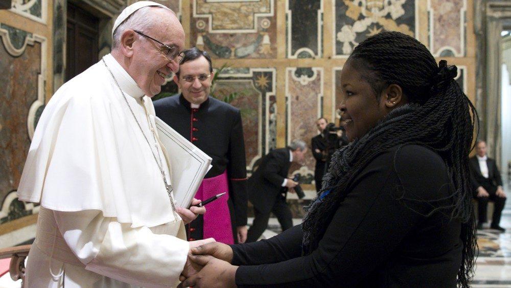 Papa: transformar a economia do tráfico numa economia do cuidado