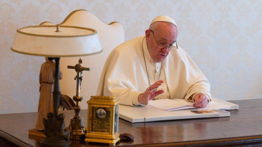 Vídeo do Papa, Fornos: