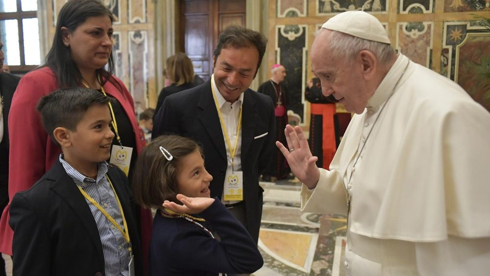 O Papa: proteger as crianças do